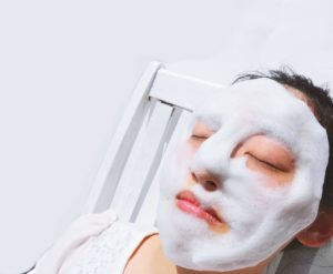 sano Vita洗顔石鹸で、泡パックをしている画像